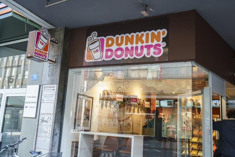 Anéis de espuma de Dunkin em Suíça imagem de stock