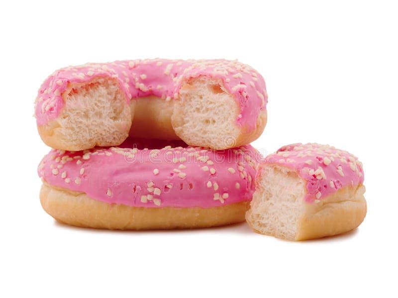 Anéis de espuma doces no esmalte do açúcar Isolado no branco Close-up fotografia de stock royalty free