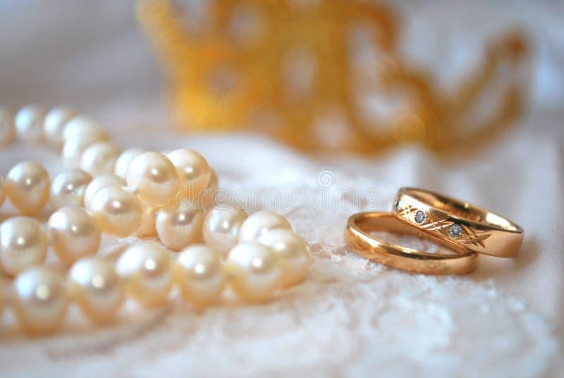 Anéis e pérolas foto de stock