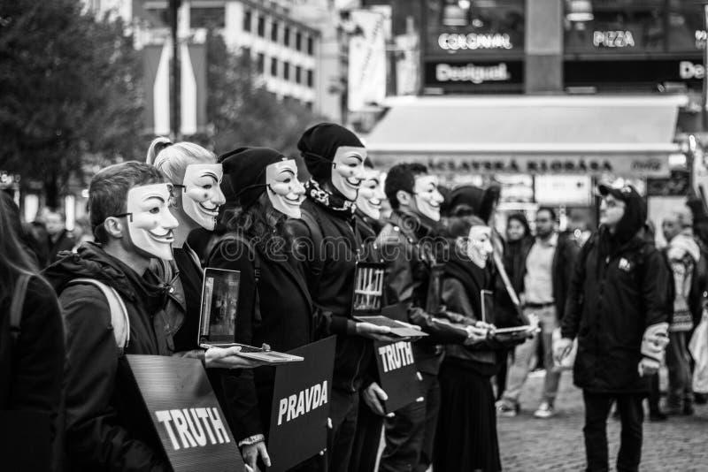 Anónimo para la ejecución sorda en Praga imágenes de archivo libres de regalías