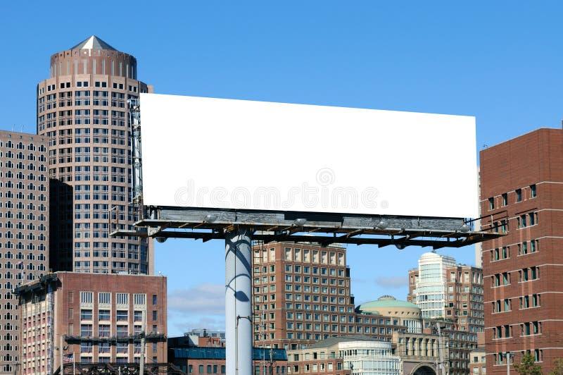 Anúncio ao ar livre com fundo urbano fotografia de stock