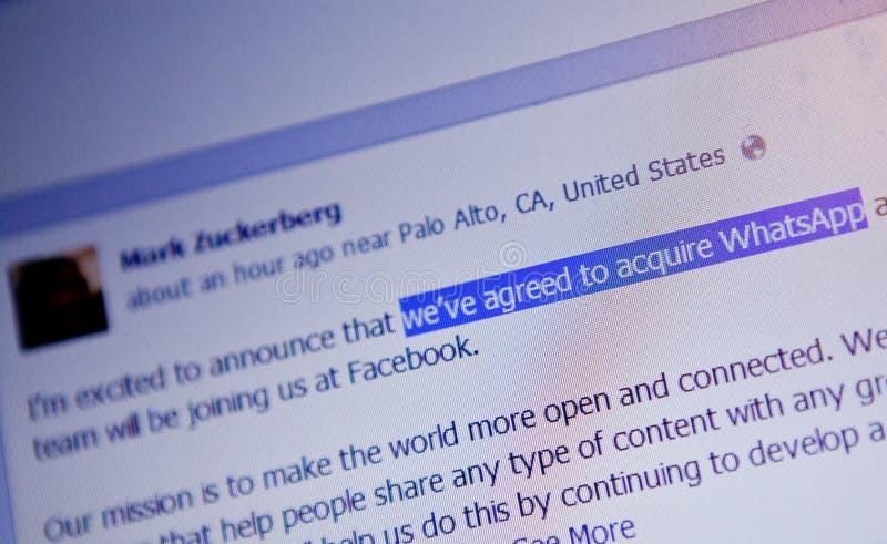Anúncio da aquisição de Mark Zuckerberg WhatsApp fotografia de stock