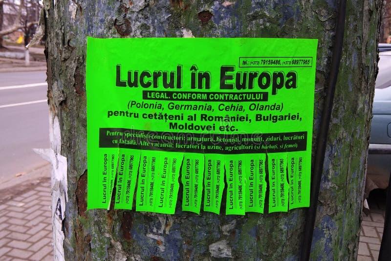 Anúncio da rua para trabalhadores emigrantes em Chisinau, Moldova imagem de stock