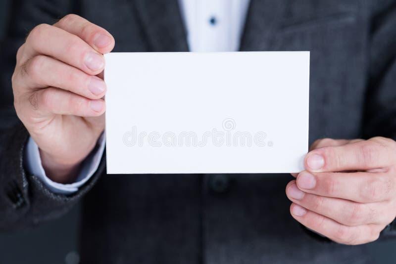 Anúncio do negócio da posse da mão do Livro Branco da placa fotografia de stock