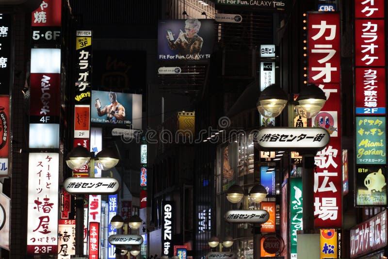 Anúncio no shibuya de tokyo fotografia de stock royalty free