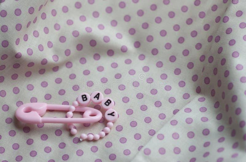 Anúncio novo cor-de-rosa da celebração dos trinkets do bebê foto de stock