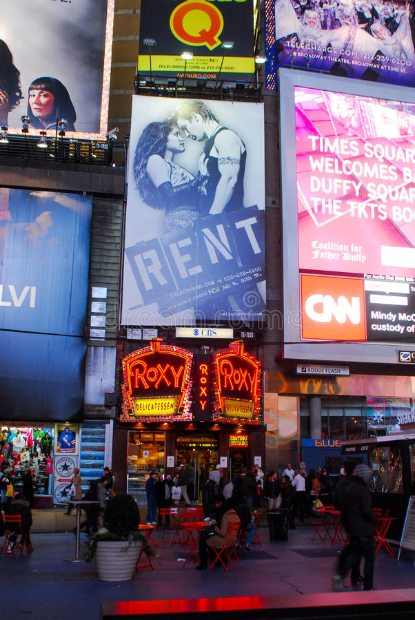 Anúncios da mostra de Broadway no Times Square, New York City imagens de stock royalty free