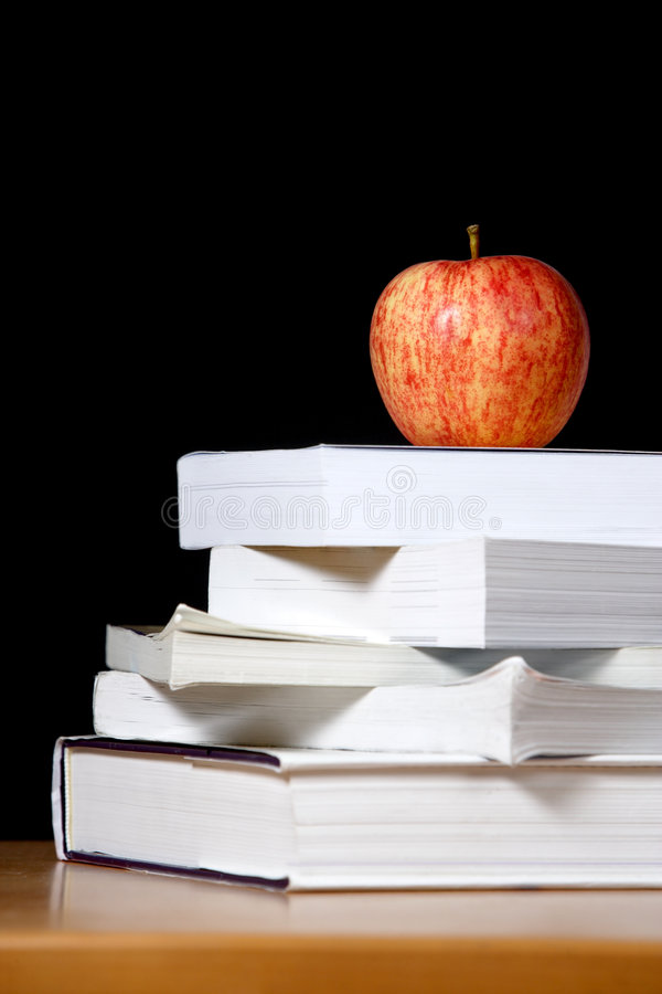Free An Apple On Top Of A Stack Of Books Royalty Free Stock Images - 5122659