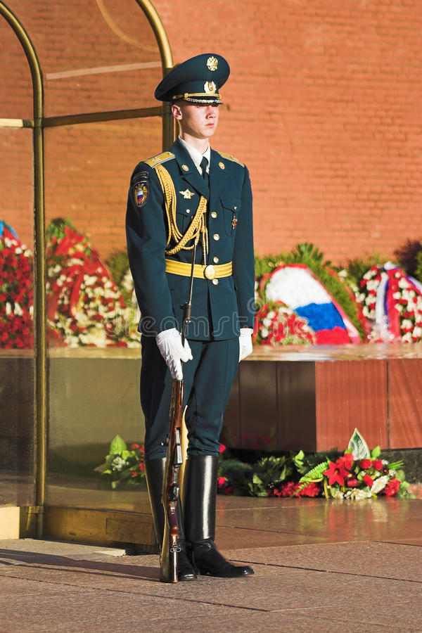 Free An Honor Guard At The Moscow Kremlin Wall, Russia Royalty Free Stock Images - 16994909