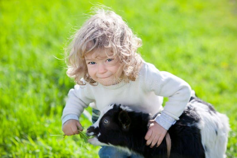 ana κατσίκι παιδιών στοκ φωτογραφία με δικαίωμα ελεύθερης χρήσης