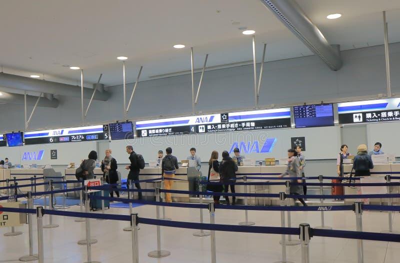 ANA All Nippon Air verifica dentro o aeroporto internacional de Kansai contrário Osaka Japan fotos de stock royalty free