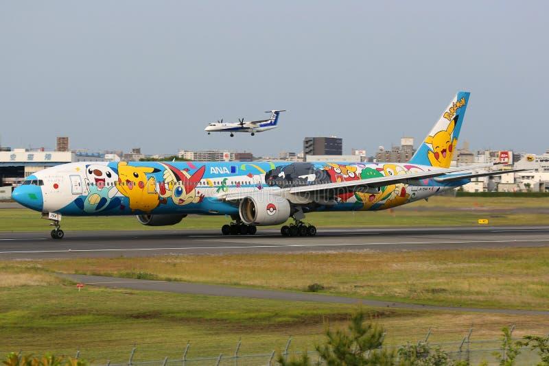 ANA All Nippon Airways Boeing 777 Pokemon Osaka Itami Airport imagem de stock