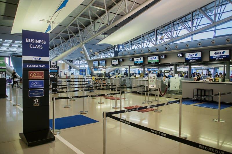 ANA, All Nippon Airways, contadores de registro no aeroporto internacional de Kansai KIX, Osaka, Japão fotos de stock