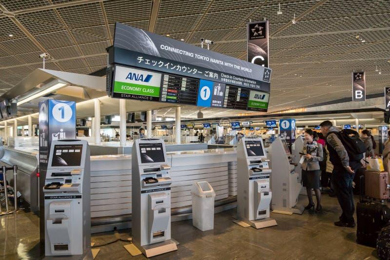 ANA, All Nippon Airways, odprawa kontuar przy Narita lotniskiem, Japonia zdjęcie stock