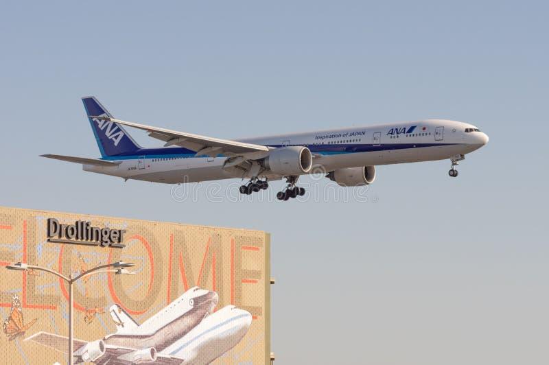 ANA All Nippon Airwaysarriving em RELAXADO fotos de stock royalty free