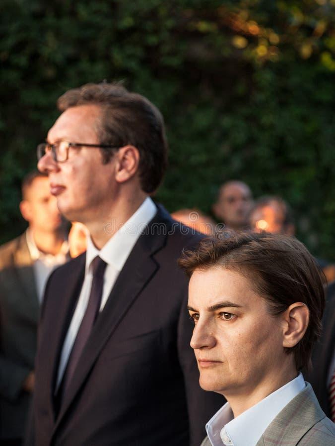 Ana Brnabic, primer ministro servio que escucha un discurso en la embajada francesa cerca de Aleksandar Vucic, presidente de Serb fotografía de archivo