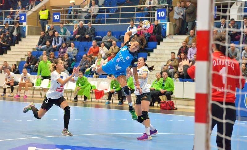 Ana Paula Rodrigues, joueuse des attaques de CSM Bucarest pendant le match avec MKS Selgros Lublin images libres de droits