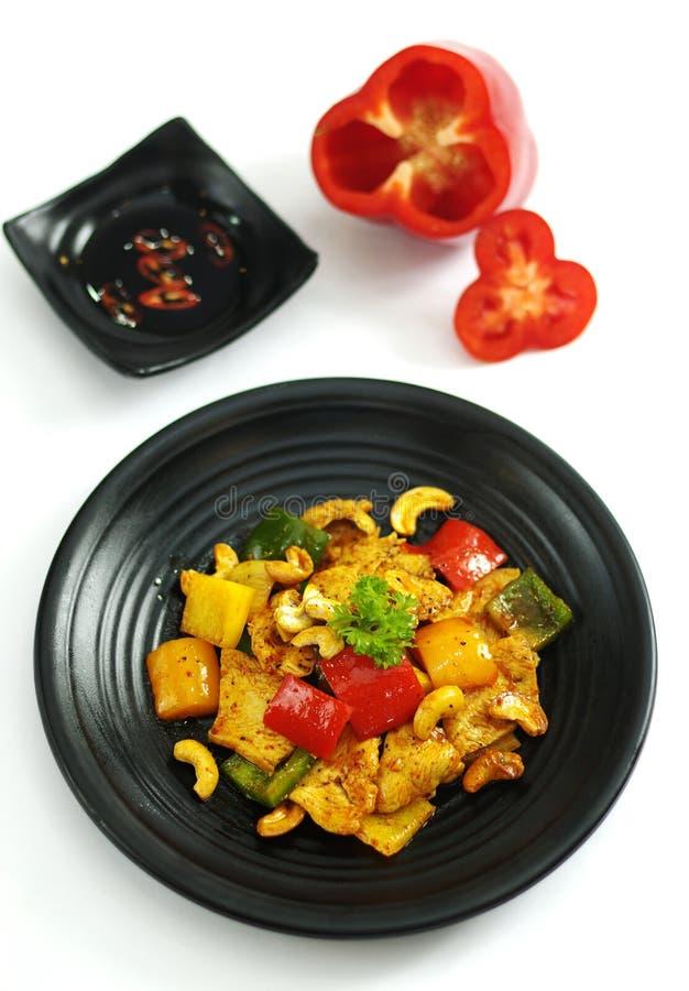 Anacardi fritti pollo con la salsa di peperoncino rosso immagini stock