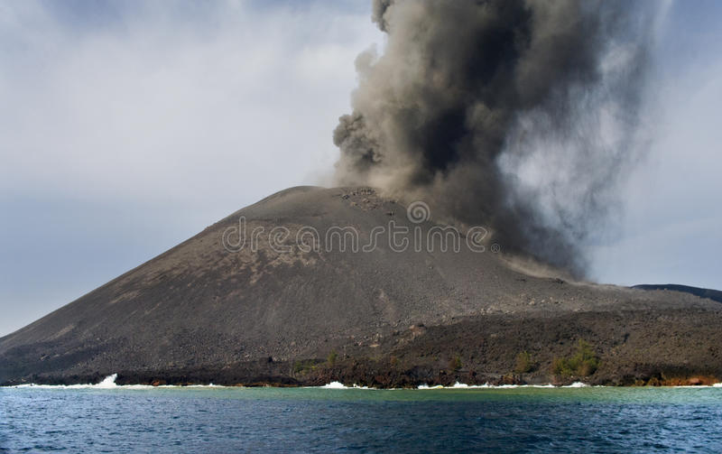 anak爆发krakatau火山 库存照片