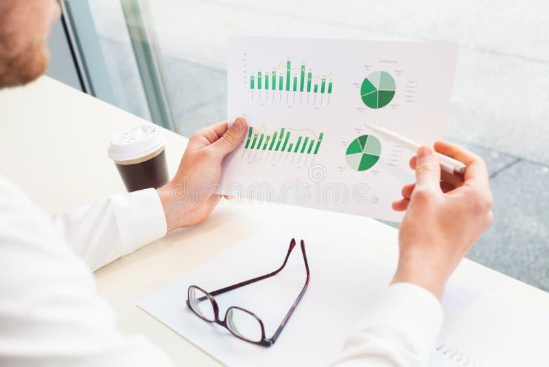 Analítica, estratégia de marketing e pesquisa do negócio imagem de stock
