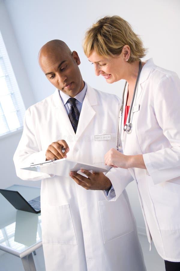 Analisi clinica di rapporto immagine stock