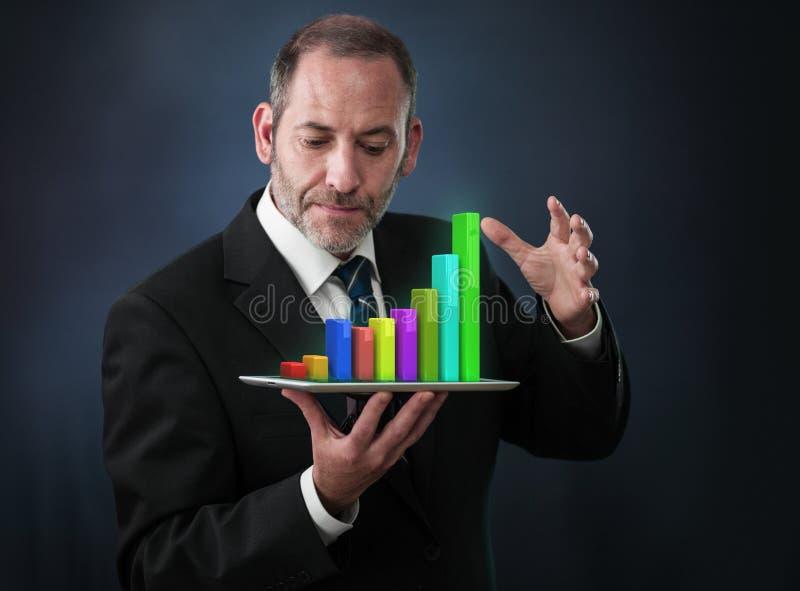 Analisi dei dati mobile di statistiche e di finanza fotografie stock libere da diritti