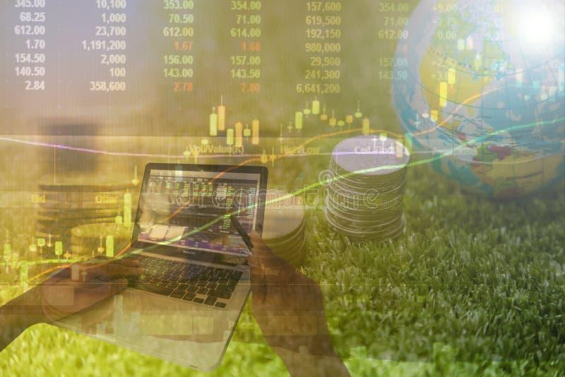 Analisi dei soldi fotografia stock