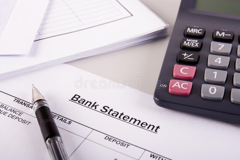 Analisi di dichiarazione bancaria fotografia stock