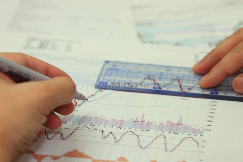 Analisi di investimento fotografie stock