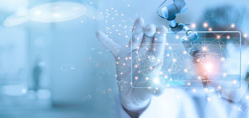 analiza robotów lekarskich i asystentów medycznych oraz wyniki testów DNA na nowoczesnym interfejsie wirtualnym, nauce i technolo fotografia royalty free