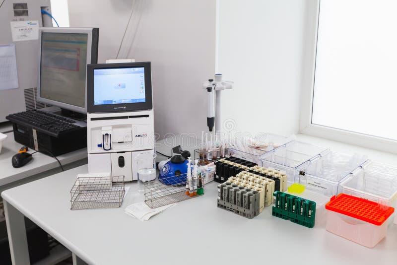 Analizador de la composición de la ácido-base y del gas imagenes de archivo