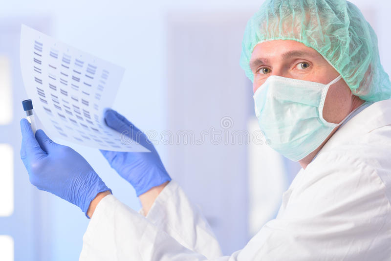 Analizing脱氧核糖核酸 库存图片