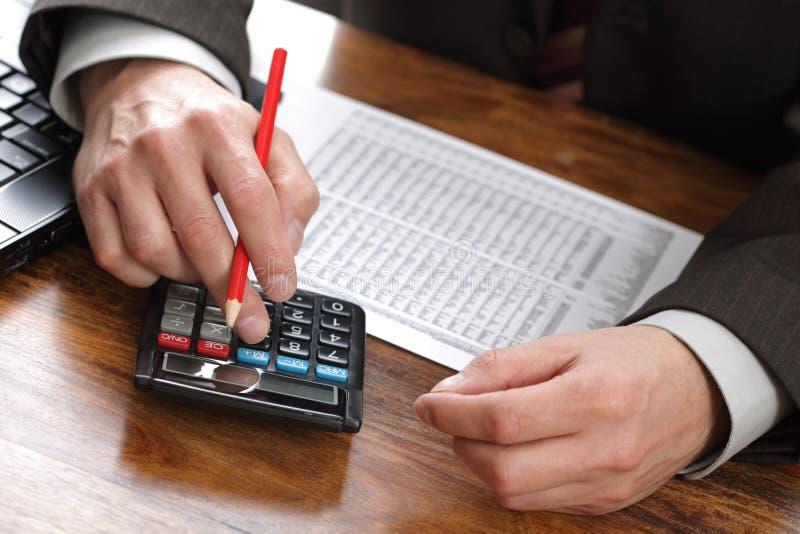 Analizzare i dati finanziari immagini stock libere da diritti