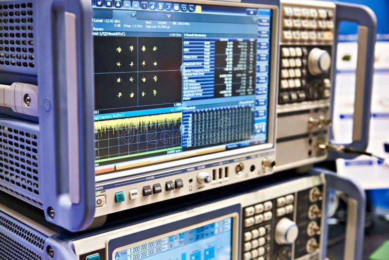 Analizzatore di spettro di Digital e trasduttore fotografia stock