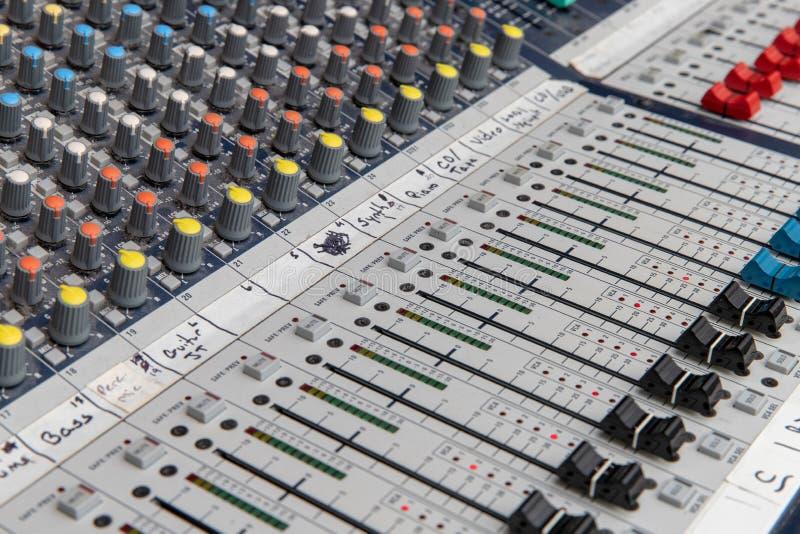 Analoge Audio-mixingconsole royalty-vrije stock afbeelding