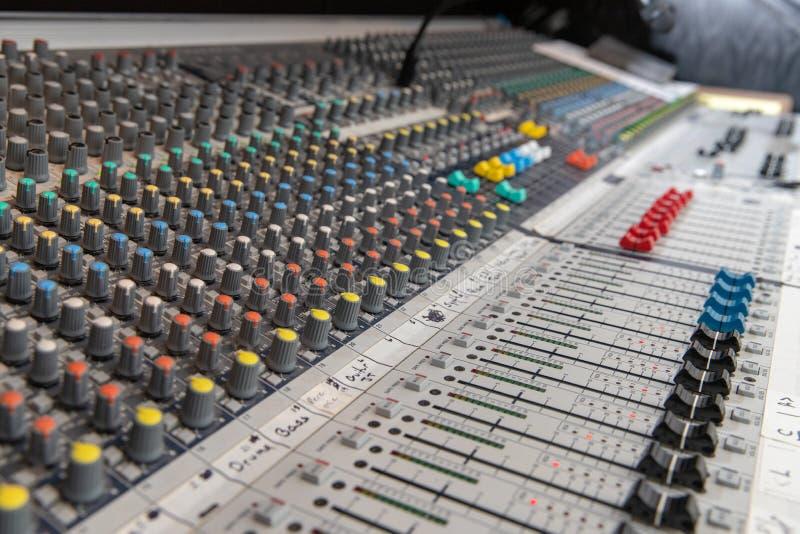 Analoge Audio-mixingconsole royalty-vrije stock afbeeldingen