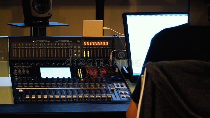 Analoge Audiotonmeisterprüferplatte lizenzfreies stockbild