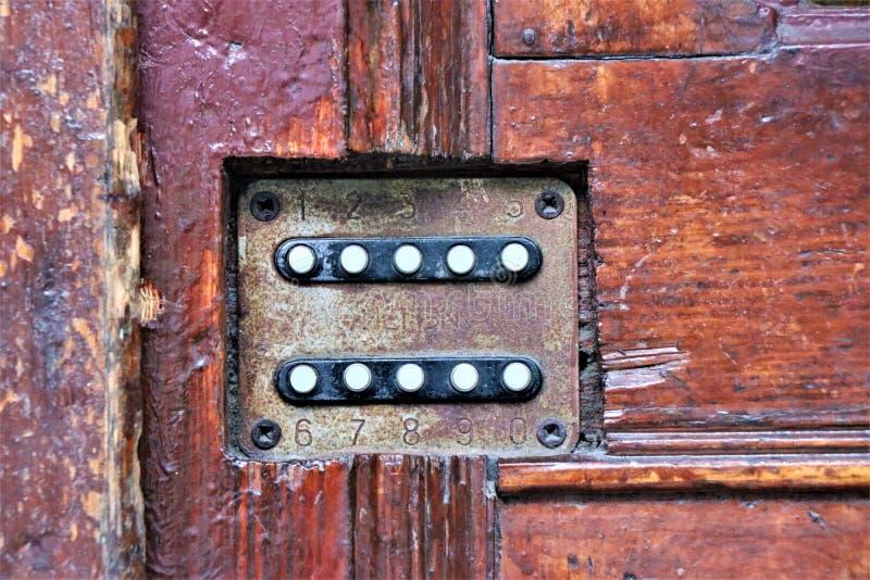 Analoge numerische Tastatur für Zugang zu einer Tür lizenzfreie stockfotografie