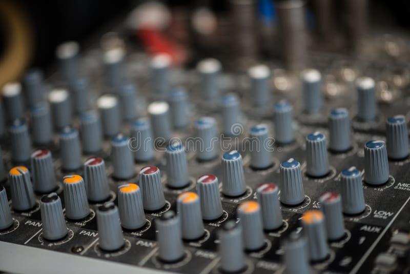 Analogic Correcte Mixer Het professionele audio het mengen zich van consoleradio en TV uitzenden royalty-vrije stock afbeelding