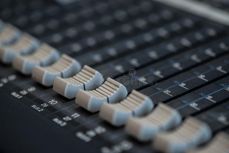 Analogic Correcte Mixer Het professionele audio het mengen zich van consoleradio en TV uitzenden royalty-vrije stock foto