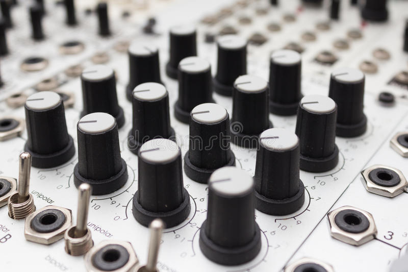 Analogowy syntetyk, gałeczki makro- na muzycznym wyposażeniu fotografia stock