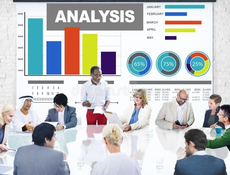 Analys som analyserar begrepp för statisitc för data för informationsstånggraf royaltyfri bild