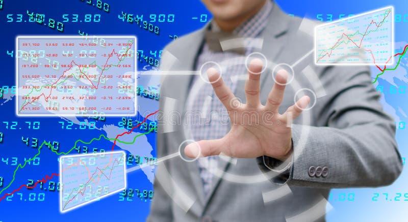 Analysator die met het aanrakingsscherm werken stock foto