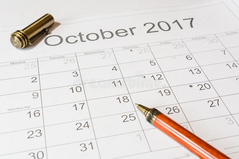 Analyse d'un calendrier octobre photographie stock libre de droits