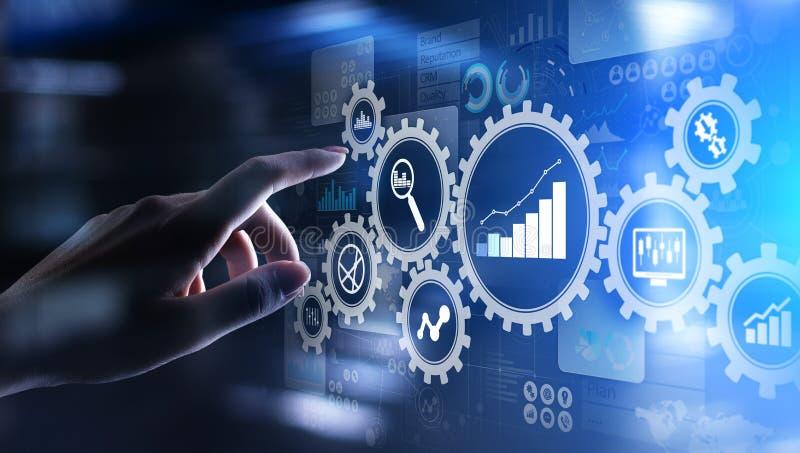 Analyse de Big Data, diagrammes d'analytics de processus d'affaires avec des vitesses et icônes sur l'écran virtuel photographie stock