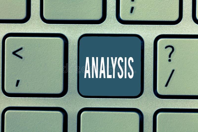 Analyse des textes d'écriture de Word Concept d'affaires pour l'évaluation détaillée d'examen de toute l'étude complète d'élément photos stock