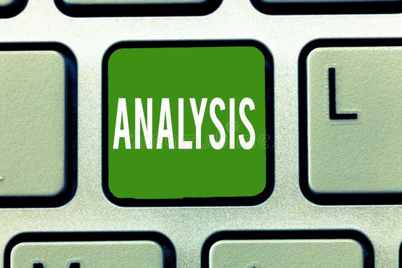 Analyse des textes d'écriture Le concept signifiant l'évaluation détaillée d'examen de tous les éléments achèvent l'étude images libres de droits