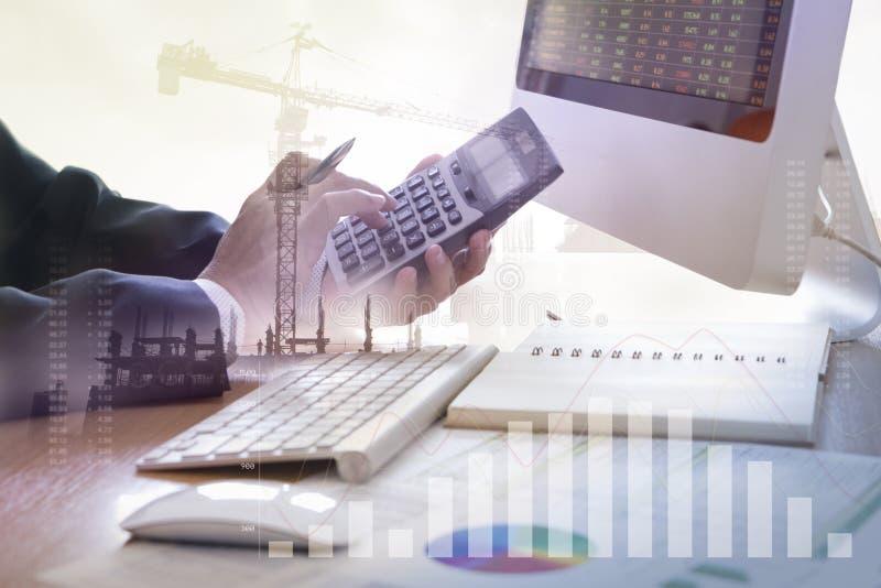 Analyse financière d'investissement de construction photo stock