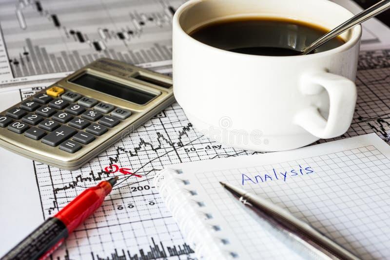 Analyse van de effectenbeurs stock afbeeldingen