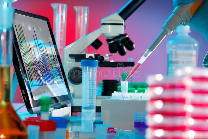 Analyse van DNA stock foto's